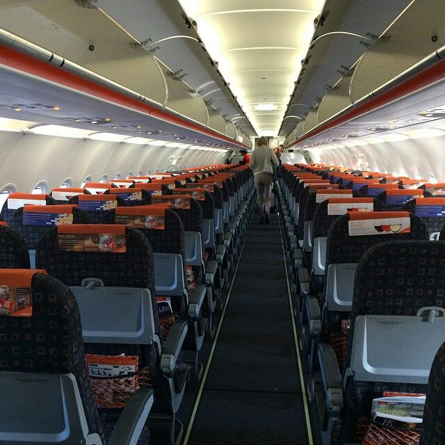 Easyjet a320 cabin theo vallet74 travel pinterest cabin for Interieur avion easyjet