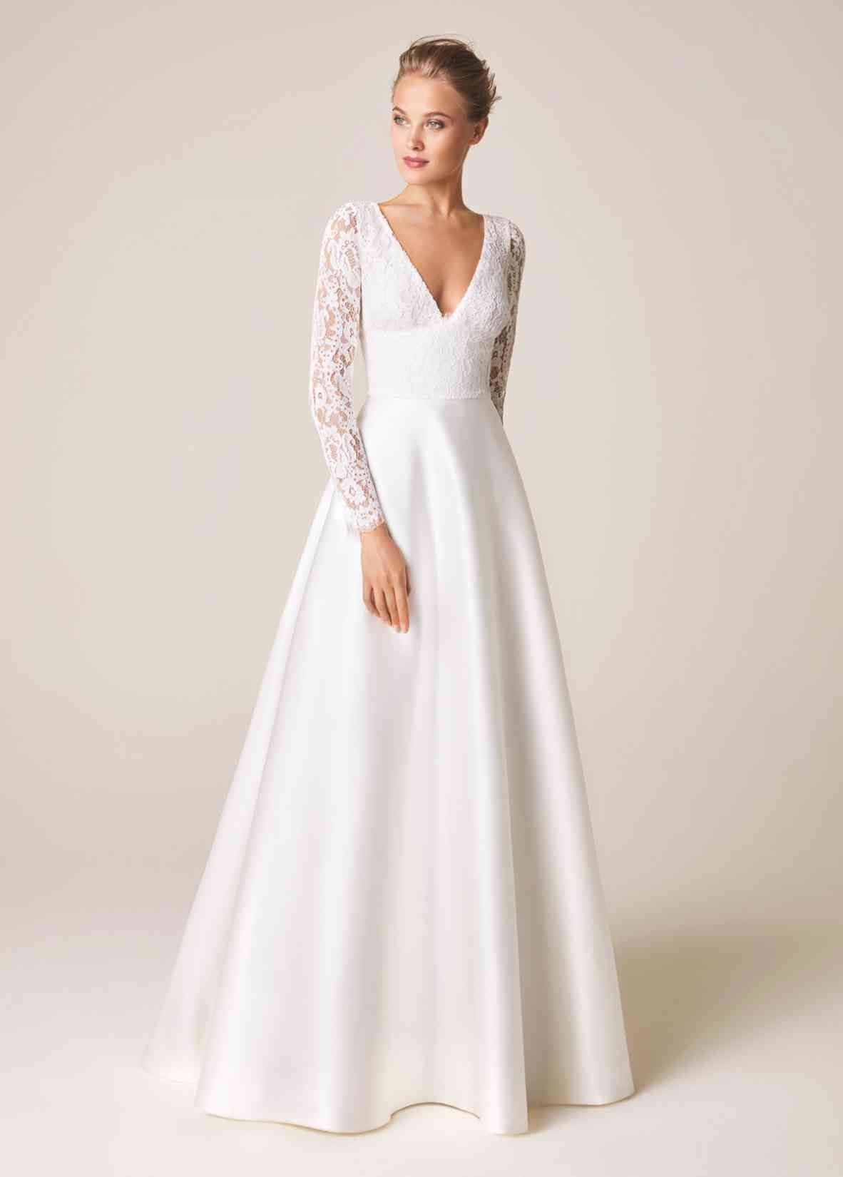 12 Luxury Couture Bridal Fashion Brands You Need To Know About In 2020 Wedding Dresses Old Wedding Dresses Grace Kelly Wedding Dress