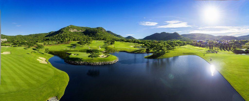 Wer wollte nicht gerne schon mal in Thailand Golf spielen. Verbinden Sie das im Zeitraum vom 01. August bis zum 27. Oktober mit dem 10 jährigen Jubiläum von Black Mountain und fliegen Sie nach Hua Hin. Der Black Mountain Meisterschafts Golfplatz ist für jeden Golfer eine unvergessliche Ehrfahrung.   #Angebot #Black Mountain #Golf #Golfraise #Hua Hin #Jubiläum #Keep the Moment #Thailand