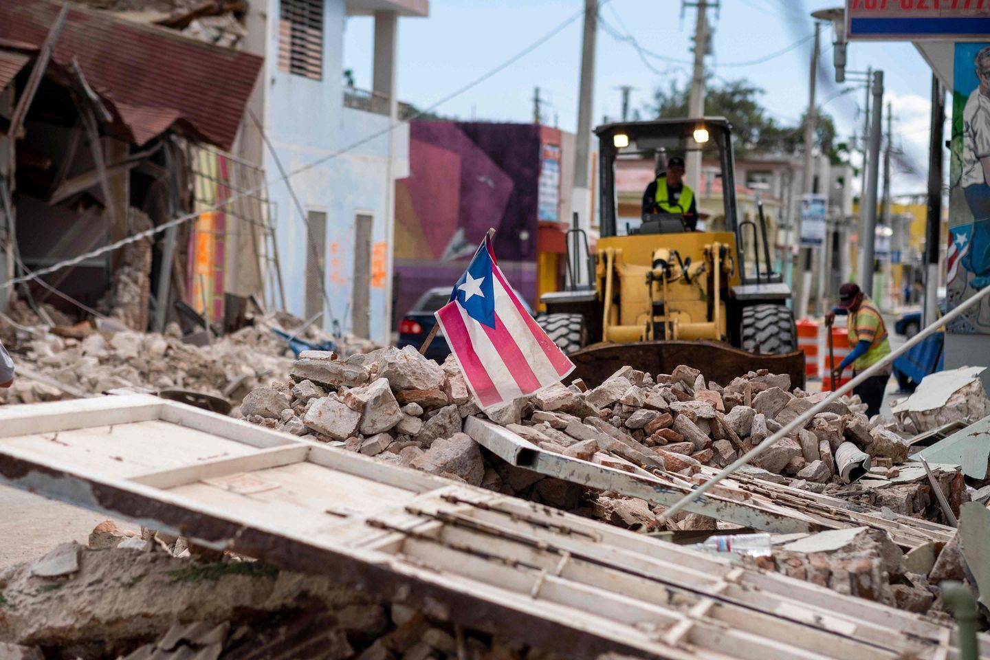 Puerto Rico Earthquake Residents Flee Damaged Structures Fear More Temblors In 2020 Us Islands Puerto Rico Earthquake Relief
