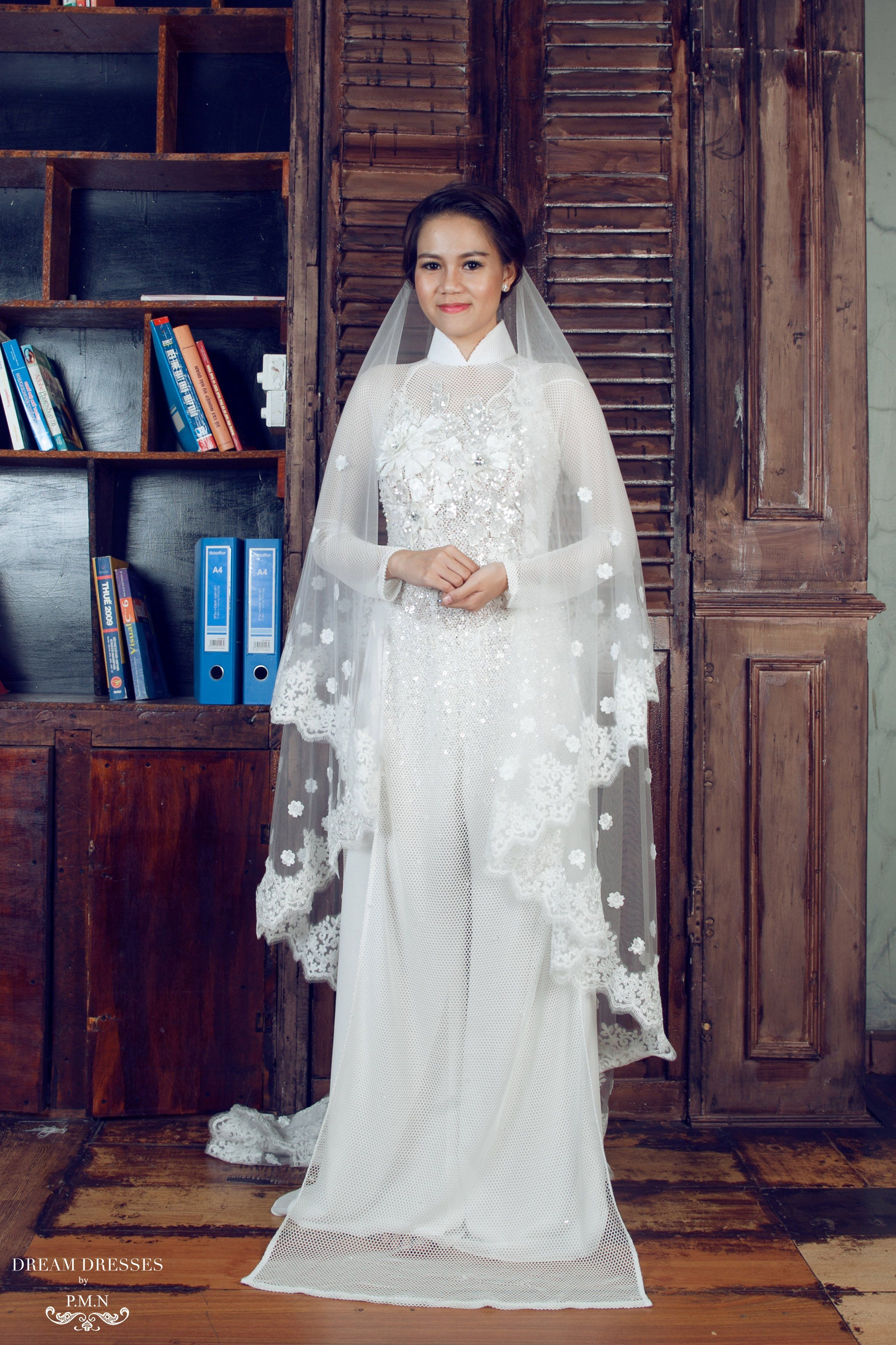 9383393084 Two-tier Chapel Length Veil With Lace Appliqué Edge ( Reine)  Bridal veil   chapel wedding veil  lace veil   chapel lace wedding veil