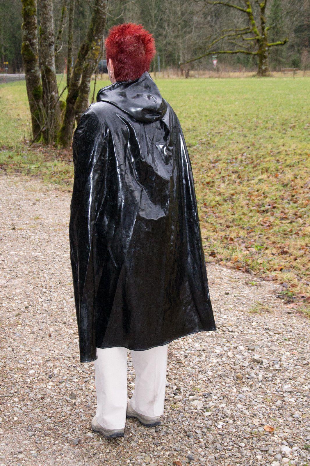 xxl regencape cape mit kapuze 1 27 lang gummi regenmantel rubber cape gumpla in kleidung. Black Bedroom Furniture Sets. Home Design Ideas