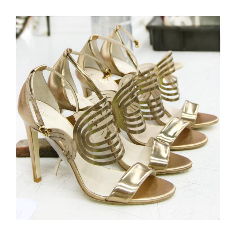 Sandália | salto alto | dourada | recortes | Guilhermina Shoes
