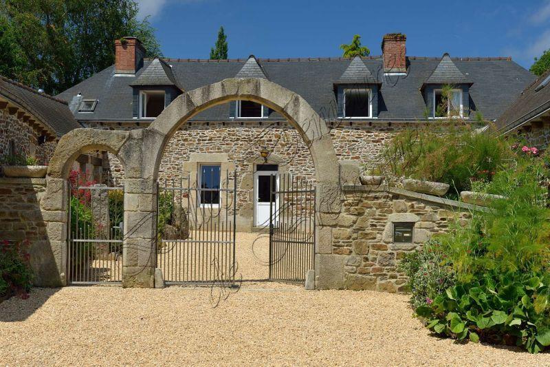 Epingle Par Laurine Sur Belle Demeure Et Chateau Maison Style Amenagement Cour Ferme A Vendre
