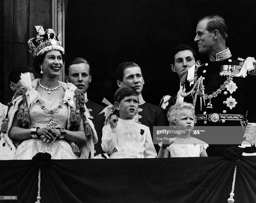 Queen Elizabeth Ii On The Balcony Of Buckingham Palace After Her Princess Elizabeth Queen S Coronation Queen Elizabeth