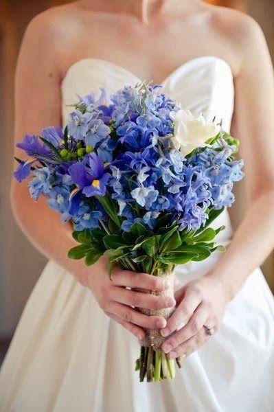 Poradnik Slubny Moj Cudowny Slub Granatowe I Niebieskie Bukiety Slubne Kolejna Propozycja C Iris Wedding Cheap Wedding Flowers Iris Wedding Bouquet