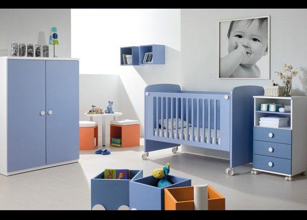 Esta habitaci n infantil est compuesta por una cuna con for Armario habitacion infantil