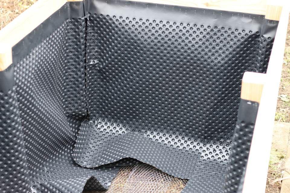 einfaches hochbeet selber bauen noppenbahn innenansicht garten pinterest hochbeet selber. Black Bedroom Furniture Sets. Home Design Ideas