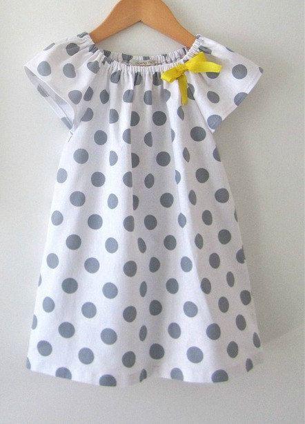Ähnliche Artikel wie Schönes kurzes Kleid mit Ärmeln flattern auf Etsy #babykidclothesandideas