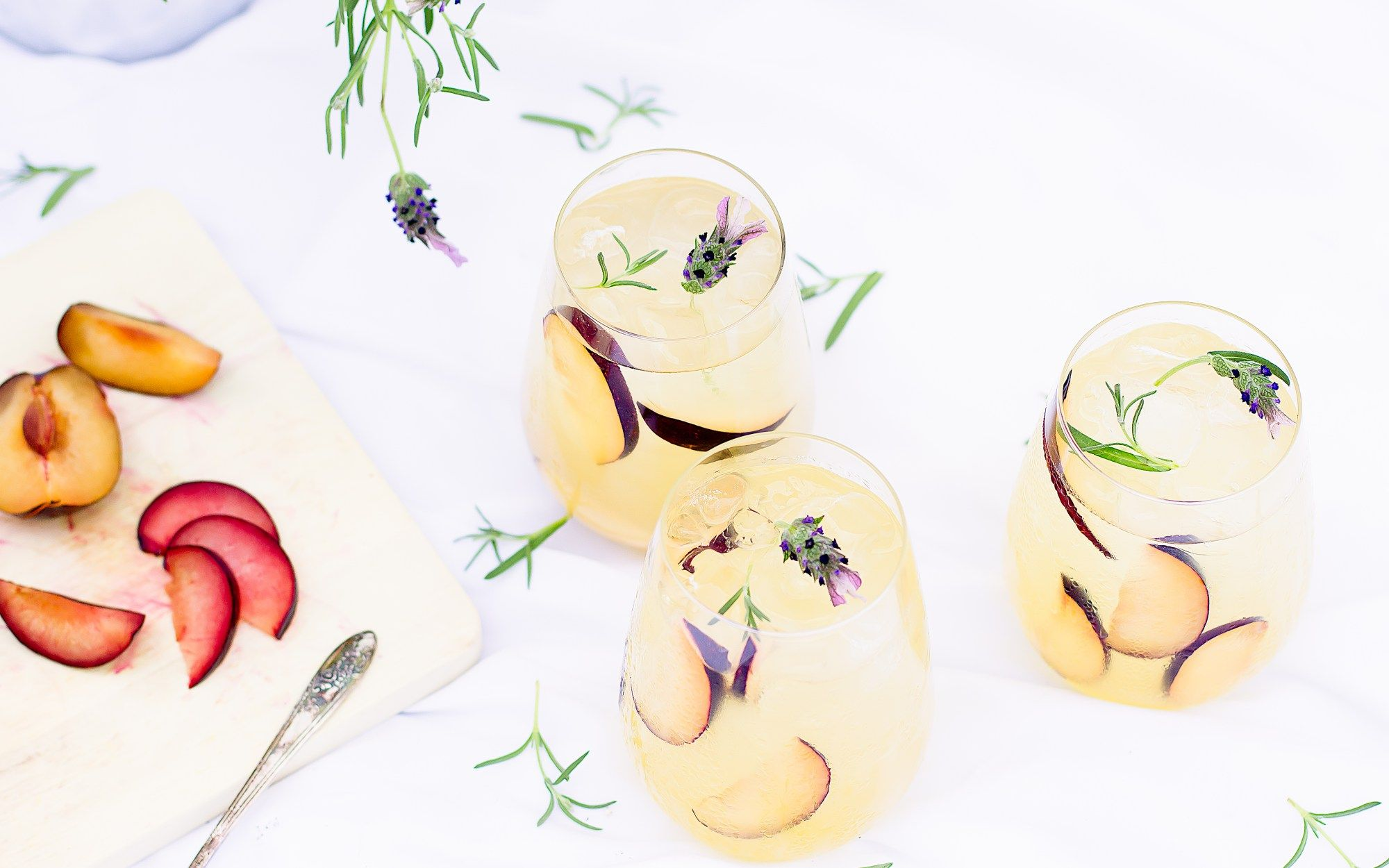 Your New Summer Staple Refreshing White Sangria Drinks