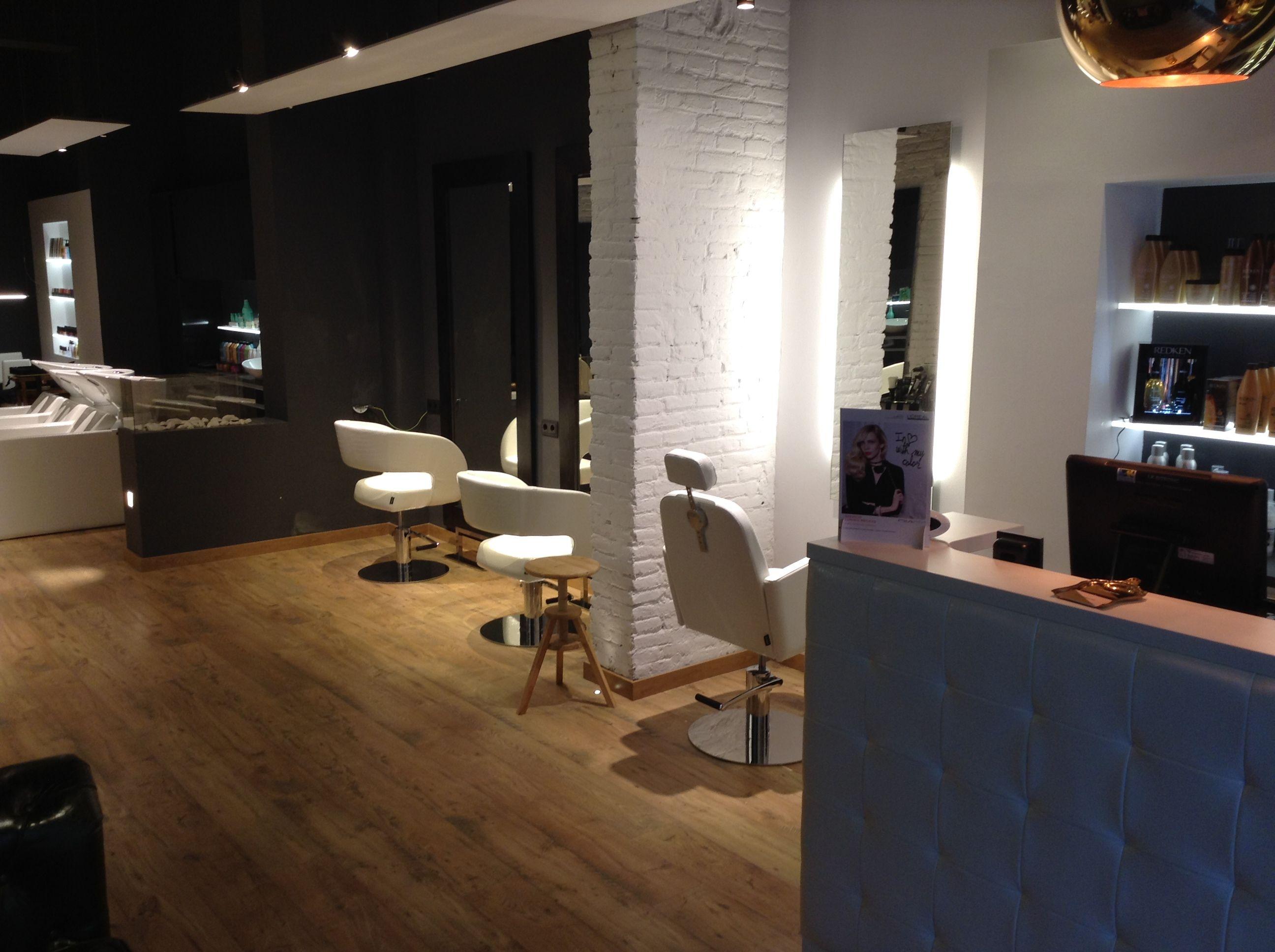 Muebles De Peluqueria Pahi - En La Calle Gandesa 3 De Barcelona Se Encuentra La Peluqueria El [mjhdah]https://i.pinimg.com/originals/59/e6/e0/59e6e0d40a96439c5d5346051e266d06.jpg