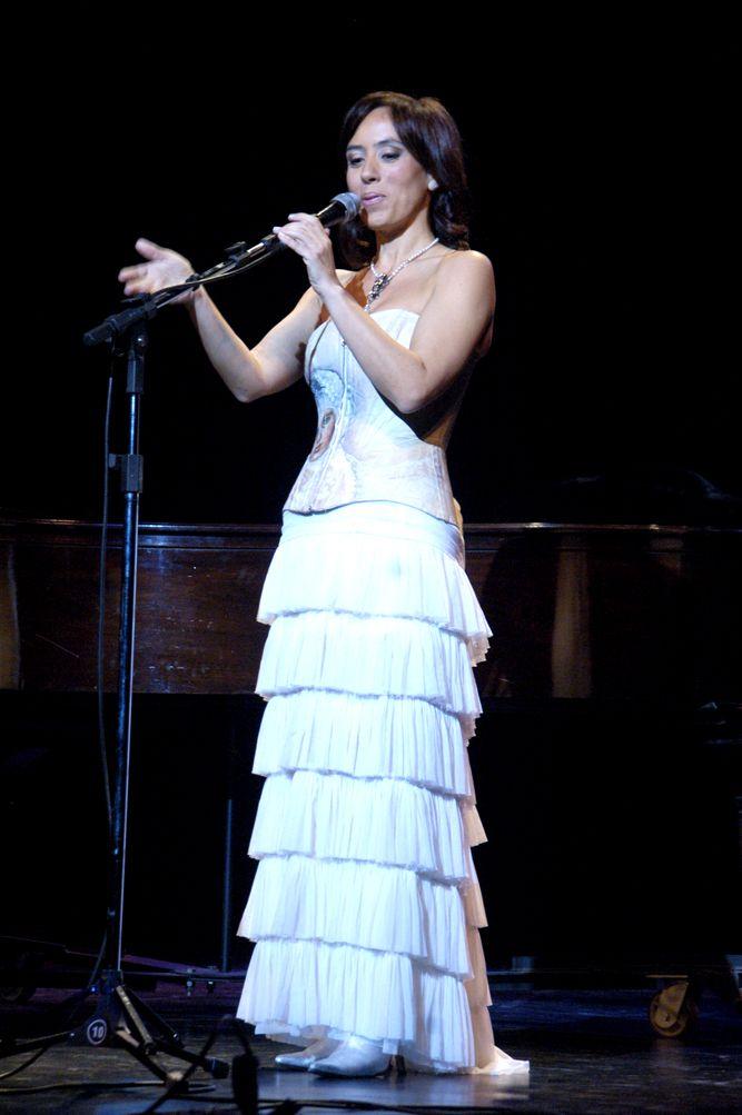 """""""Con la música, la vida tiene más sentido."""" (Alejandro Sanz)   Gabriela Pochinki"""