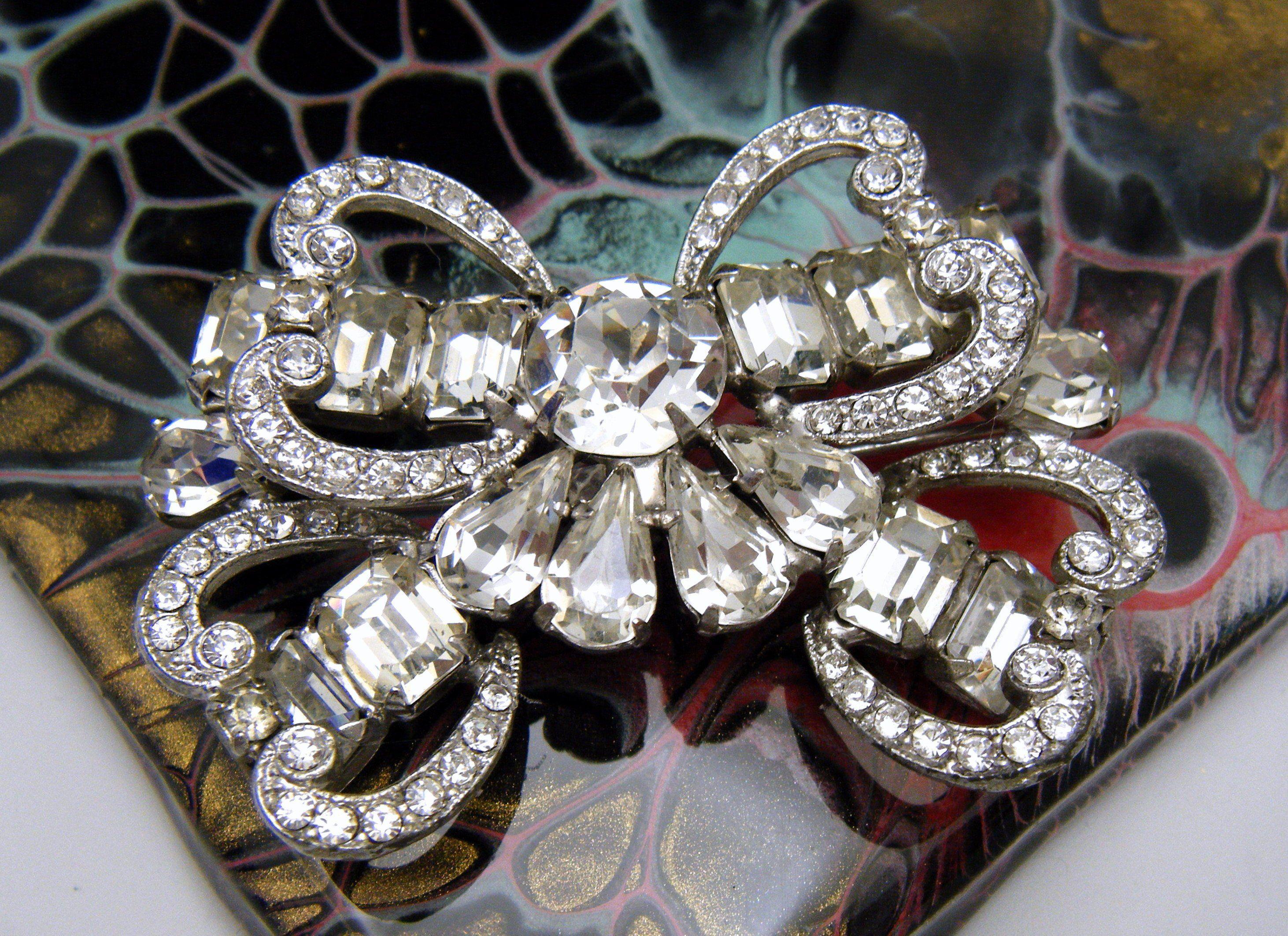Fabulous /'Weiss/' rhinestone brooch