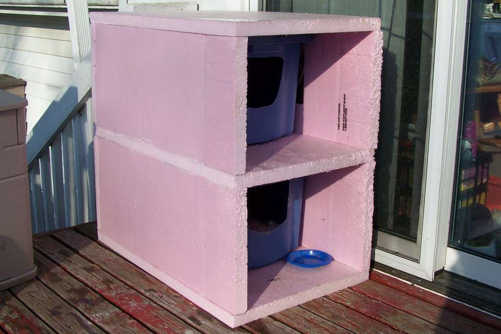 Outdoor Cold Weather 'Cat Condo' Feral cat house, Cat