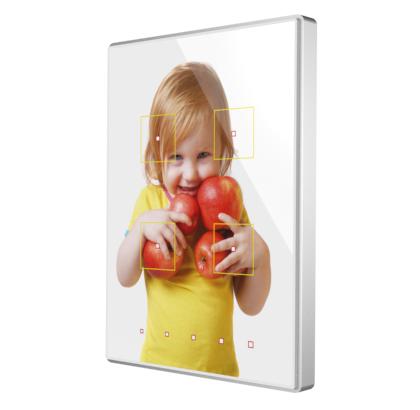 Touch-MyDesign impulsa la total libertad de personalización, convirtiendo cada dispositivo en una pieza única y exclusiva, donde el usuario decide su propia iconografía, imágenes, texto, uso horizontal o vertical, y número de botones táctiles a incorporar.