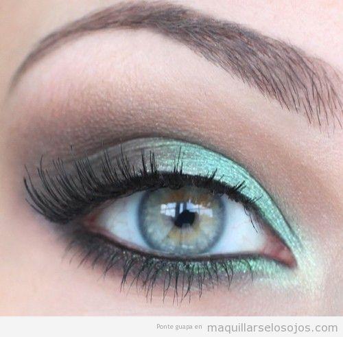 Maquillaje ojos para vestido verde botella