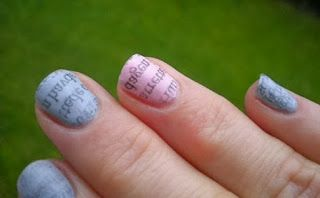 Newspapers can also be used to do some nice nails :-) Tutorials to be found on youtube if you search for newspaper nailart. Here I have added a matte top coat.