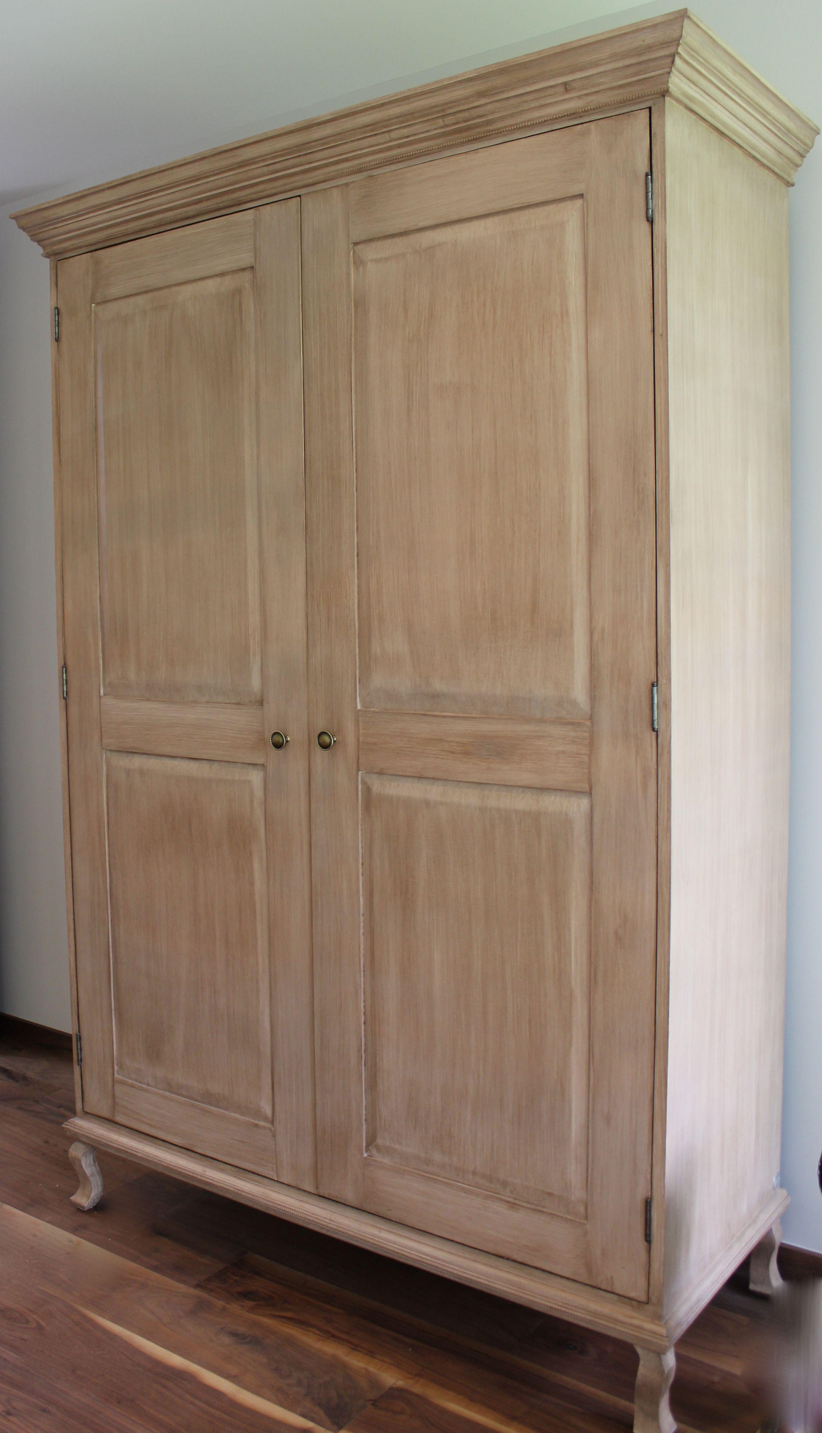 Ropero vintage elaborado con nogal acpabo te de tila for Armarios rusticos ikea