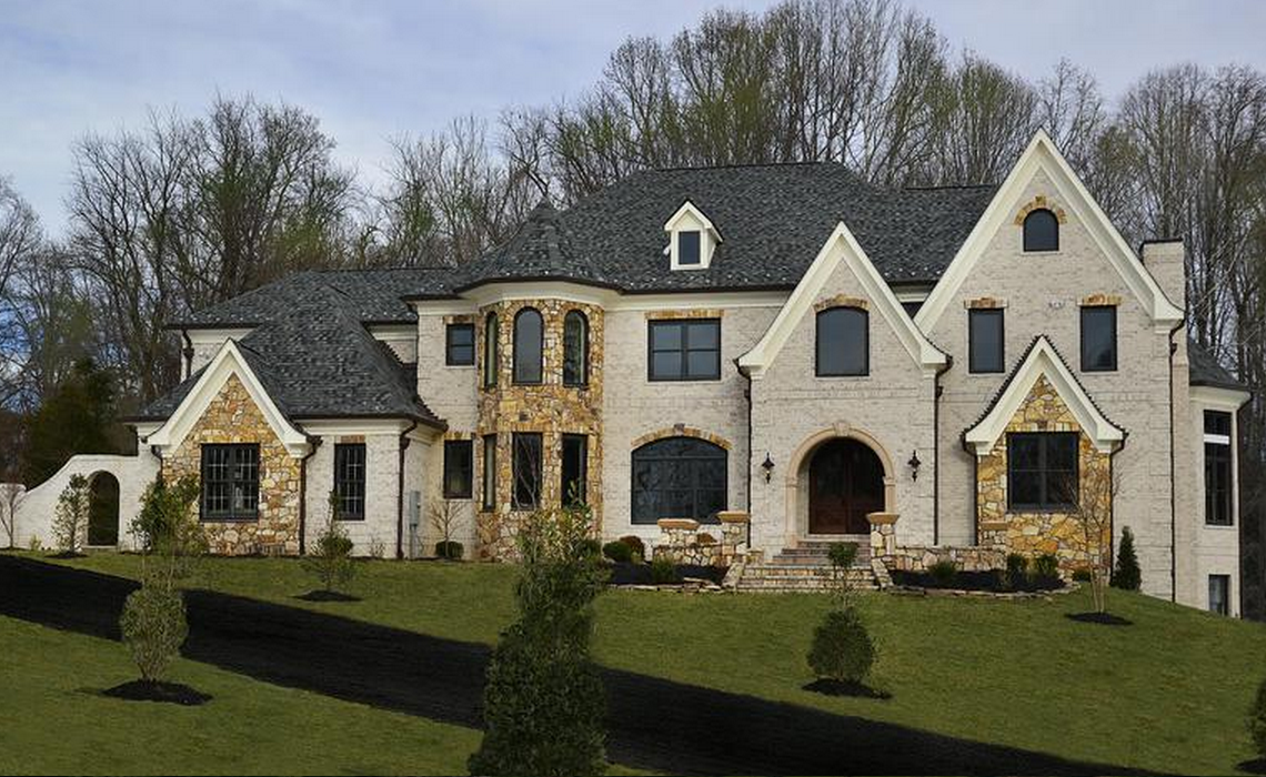 10 000 Square Foot Newly Built Brick Mansion In Great Falls Va Mansions Beautiful Homes Grand Homes