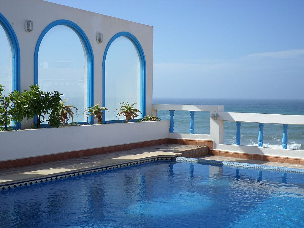 vacances au maroc Voyez la vie en bleu au #Maroc #vacances #piscine Bungalow Sur Pilotis,