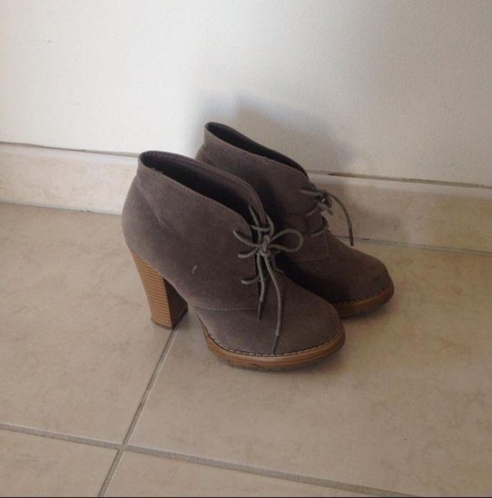 5cc39e64882cc Chaussures à talons taupe La Halle Aux Chaussures   accessoires ...