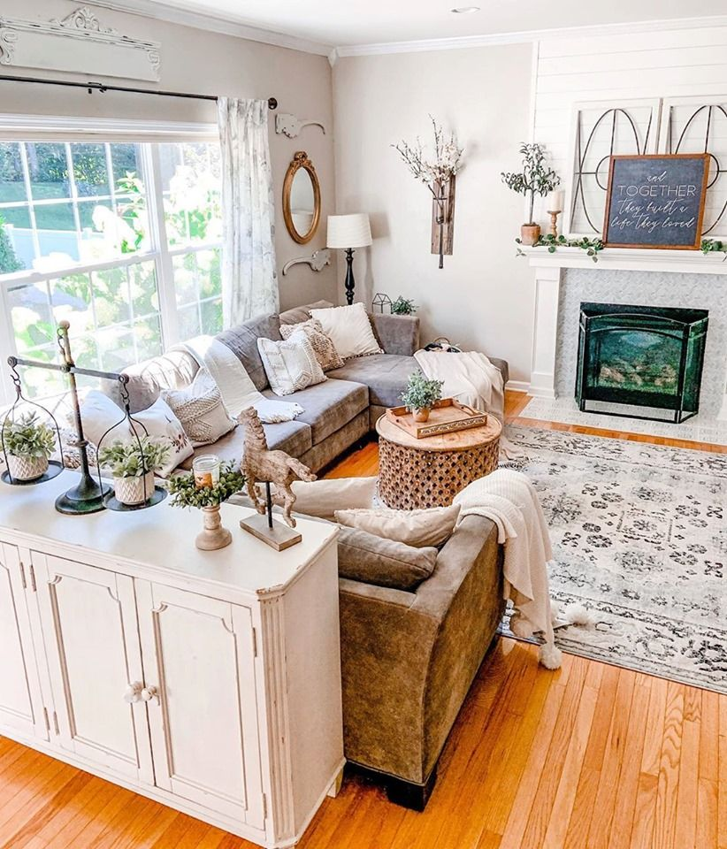 Isn T That Rug A Gorgeous Addition To This Already Lovely Living Room Designed By Peonies Living Room Decor Rustic Rustic Living Room Farm House Living Room