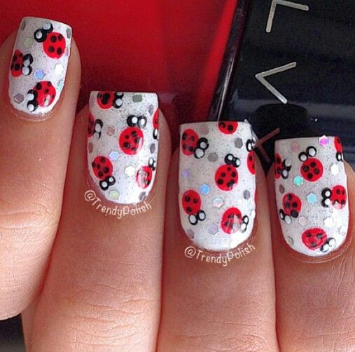 Cute ladybug nail art | uñas | Pinterest