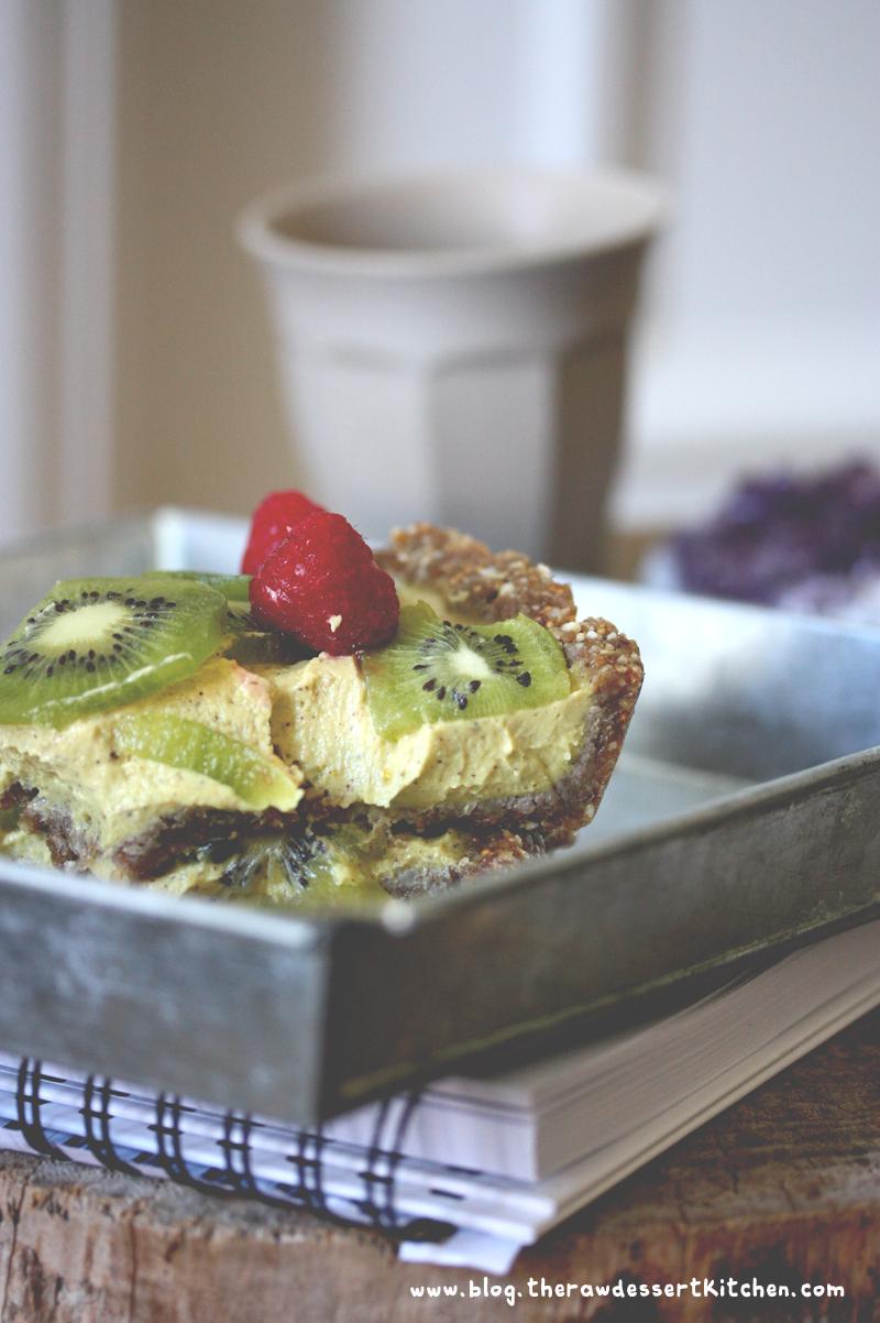 The Raw Dessert Kitchen: Raw mango cream pie! Perfect for summer. #Raw #vegan #gluten_free #dessert_Recipe #cream_pie #pecan_pie