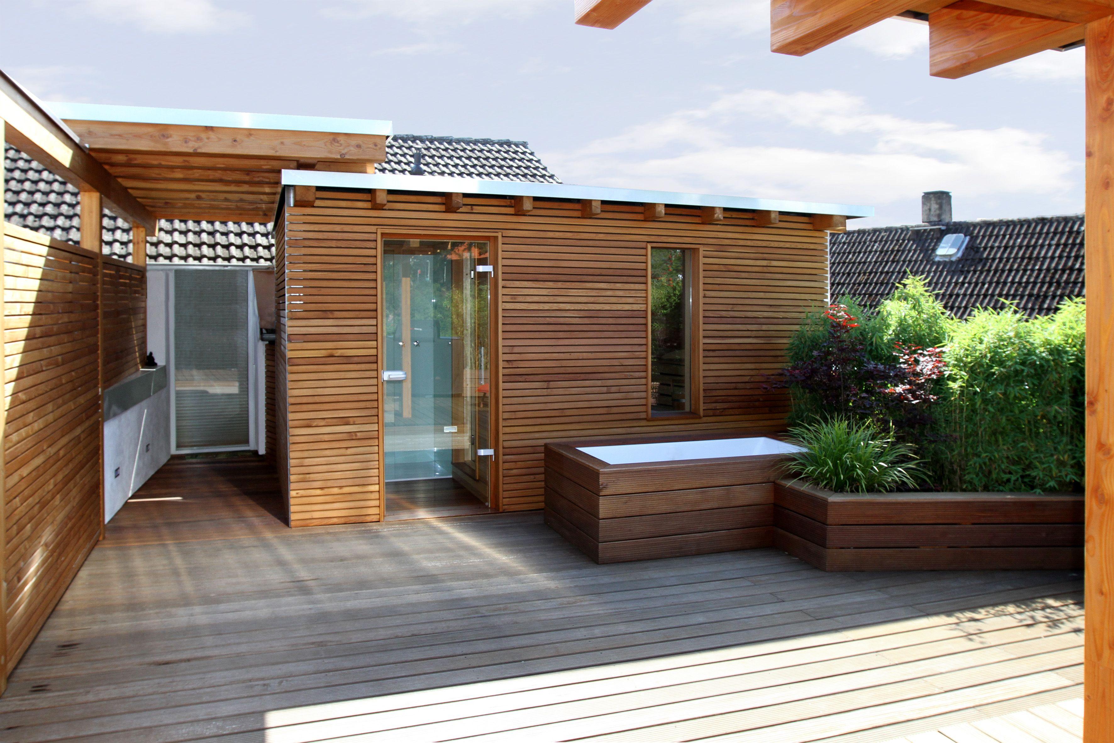Holz ist das dominierende Thema dieser Dachterrasse