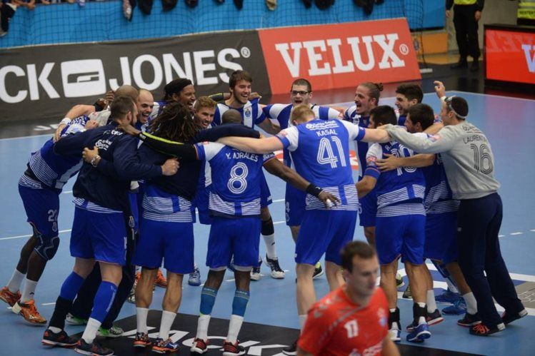 Duarte dá triunfo nos últimos segundos ao FC Porto na Liga dos Campeões - PÚBLICO   Andebol: vitória portista sobre o Tatran Presov, na Eslováquia, a 5.ª em sete jogos na prova.