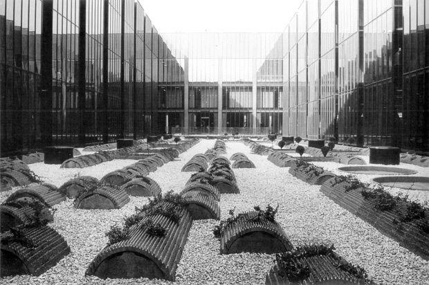 Objet trouvé [01] : Arne Jacobsen y las columnas del Olimpeión de Atenas | Rodrigo Almonacid