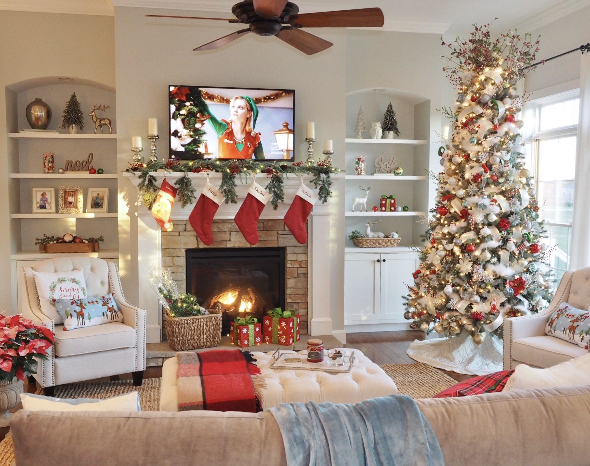 Christmas Decor Living Room Great Room Fireplace Built Ins She Christmas Decorations For The Home Christmas Decorations Living Room Christmas Living Rooms