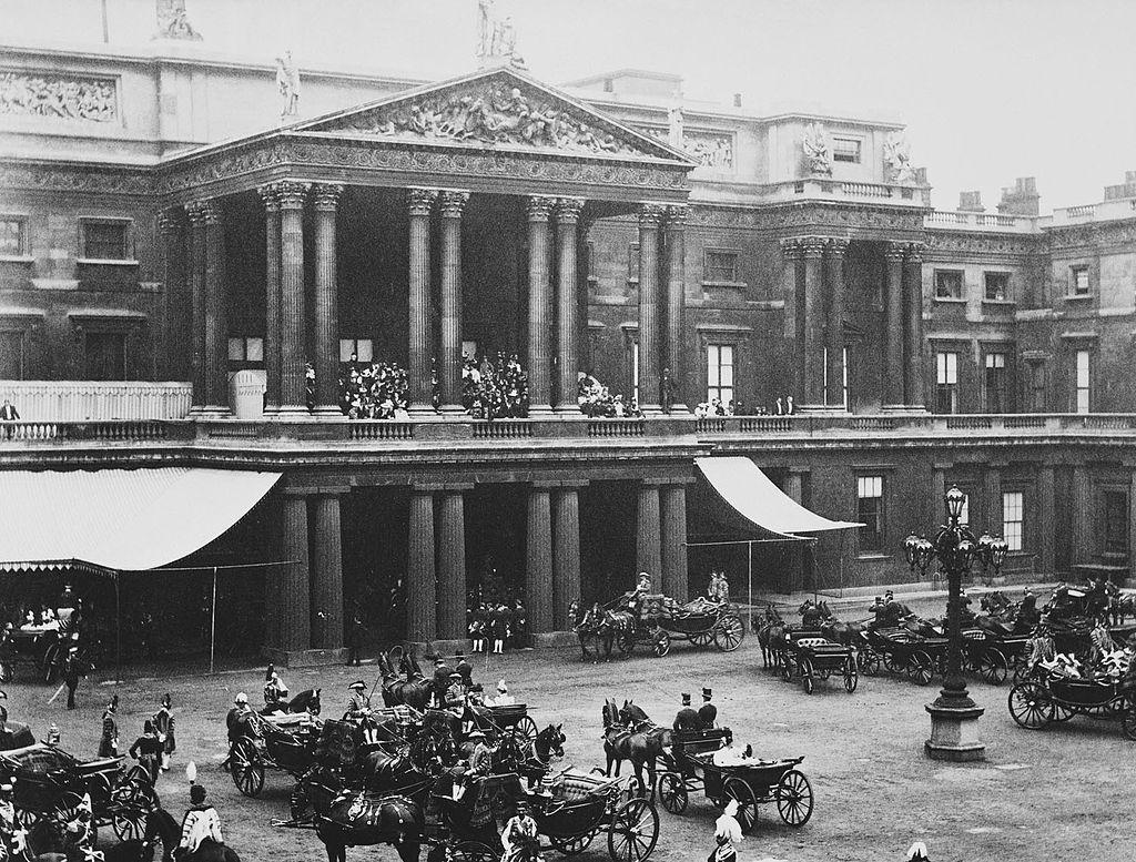 Archimaps Inside The Courtyard Of Buckingham Palace