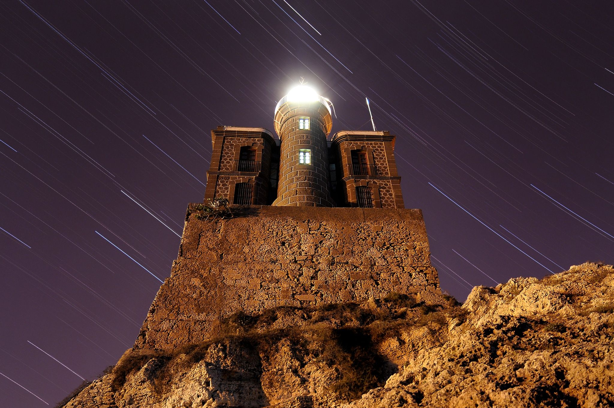 Un mar de estrellas guiadas por el faro Un Mar De Estrellas Guiadas Por El Faro (A Sea Of Stars Guided By The Lighthouse) | Spain | Photo By Jorge Caña