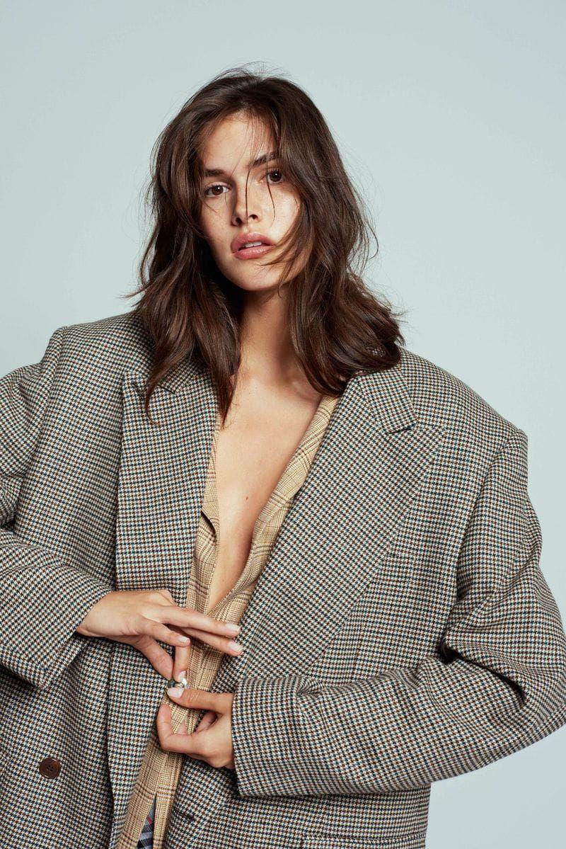Vanessa Moody par Olivia Frolich pour Costume Magazine février 2019 – Éditoriaux de mode – Minimal. / Visuel.   – MY KIND OF FASHION