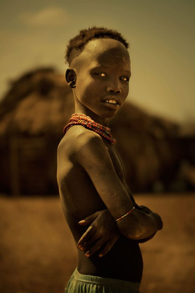 Fotógrafo registra olhares e expressões de tribos da