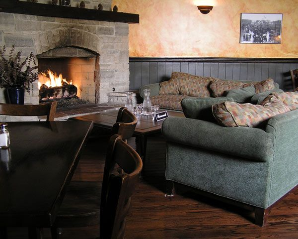 15 Spectacular Restaurant Fireplaces Restaurant Fireplace Cozy Bar Sweet Home
