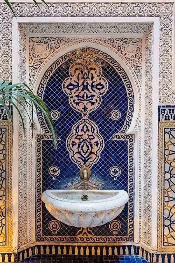 ديكور حمامات مغربية وأحواض فسيفساء من تصاميم الديكور المغربي ديكورات أرابيا Moroccan Decor Bathroom Decor Decor Design