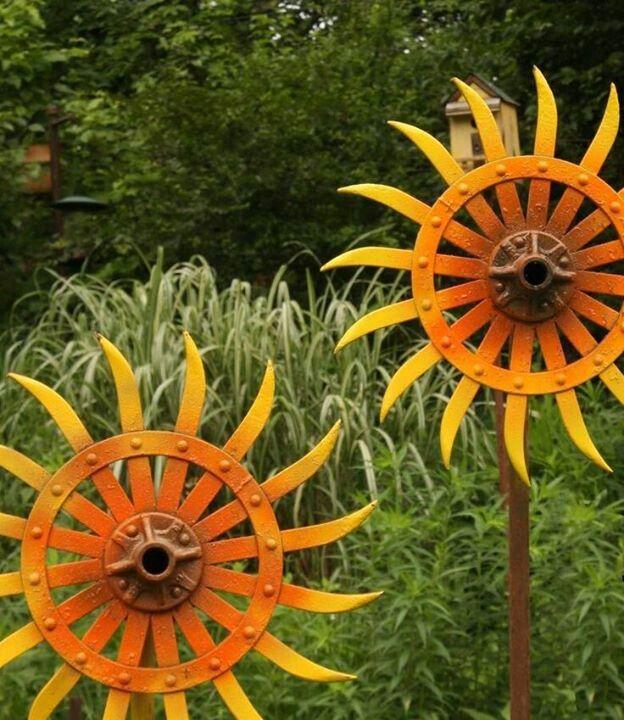 Wheel sunflowers | Metal yard art, Sunflower art, Scrap ...