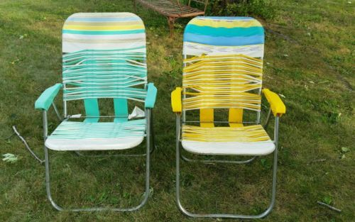 Superbe Vintage Plastic Vinyl Pair Folding Aluminum Lawn Chair Tube Strap Retro Lot  Of 2