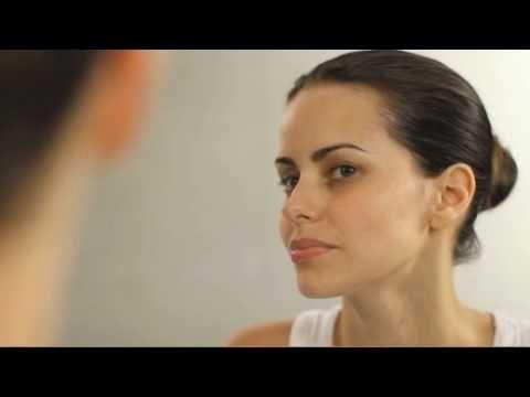 Assista esta dica sobre Como hidratar a pele oleosa? e muitas outras dicas de maquiagem no nosso vlog Dicas de Maquiagem.