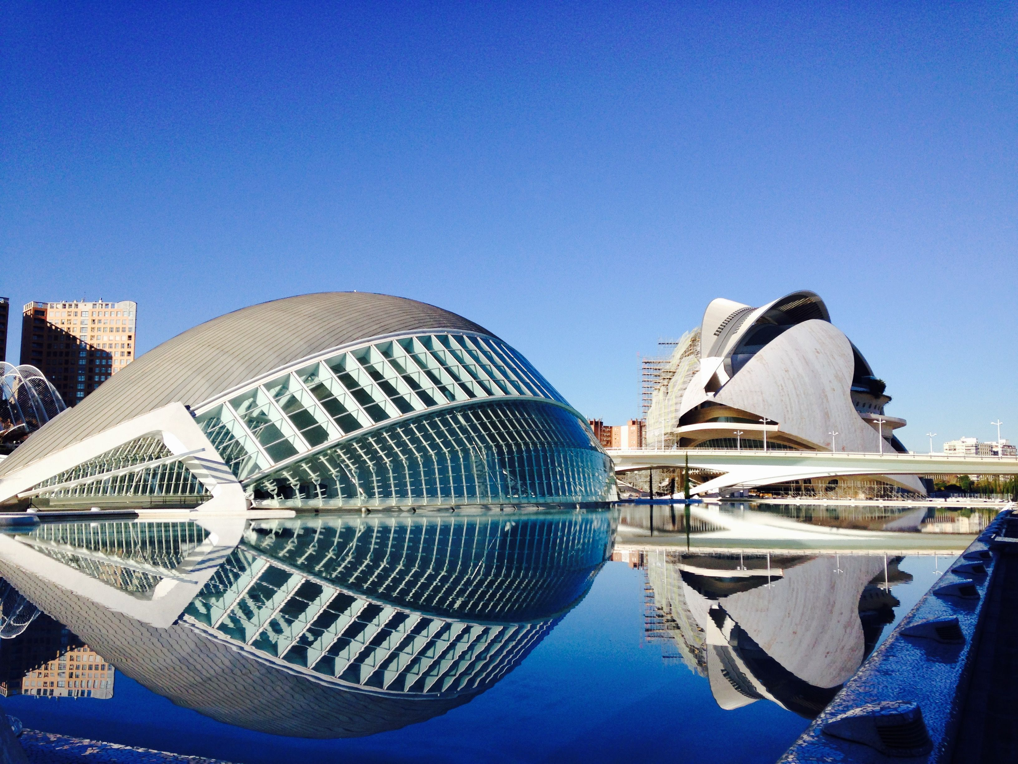 La Ciudad De Las Artes Y De Las Ciencias Valencia España Opera House Favorite Places Landmarks
