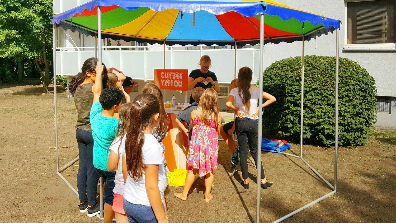 Gcp Sommerfest Bringt Zahlreiche Nachbarn Zusammen Sommerfest Sommer Fest