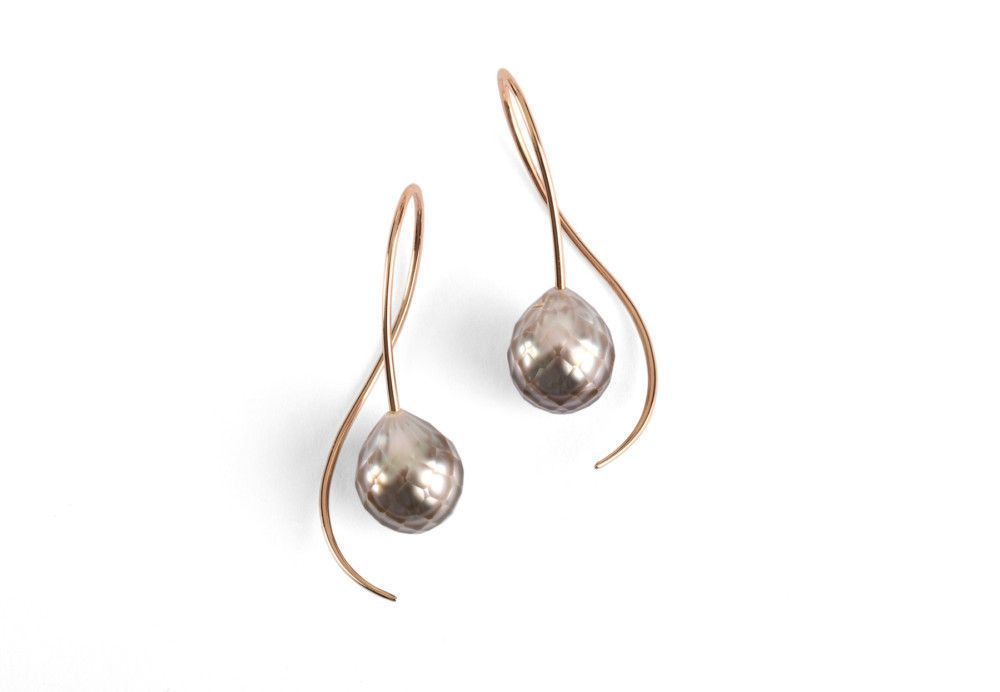 4bdbc758cc6 Elegant drop earrings made from 18 carat gold wire with faceted light grey  South Sea pearls