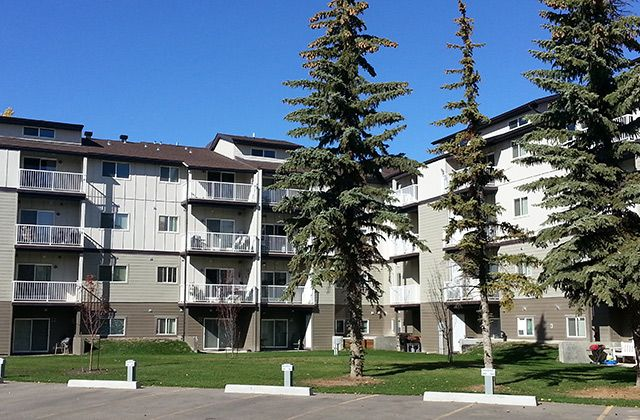 Heatheridge Estates Apartments For Rent In Edmonton Feature Tennis Courts A Leisure Center And