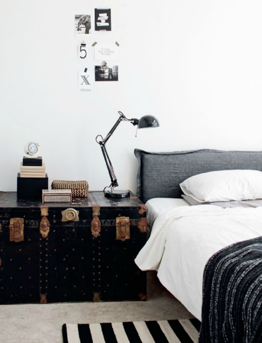20 Fabulous Monochrome Home Decor Ideas For Your Comfortable Masculine Bedroom Design Industrial Bedroom Design Apartment Bedroom Decor