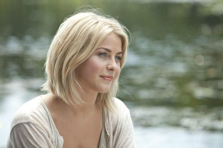 Pin By Amanda Johnson On Hair Julianne Hough Short Hair Bob Hairstyles Layered Bob Hairstyles