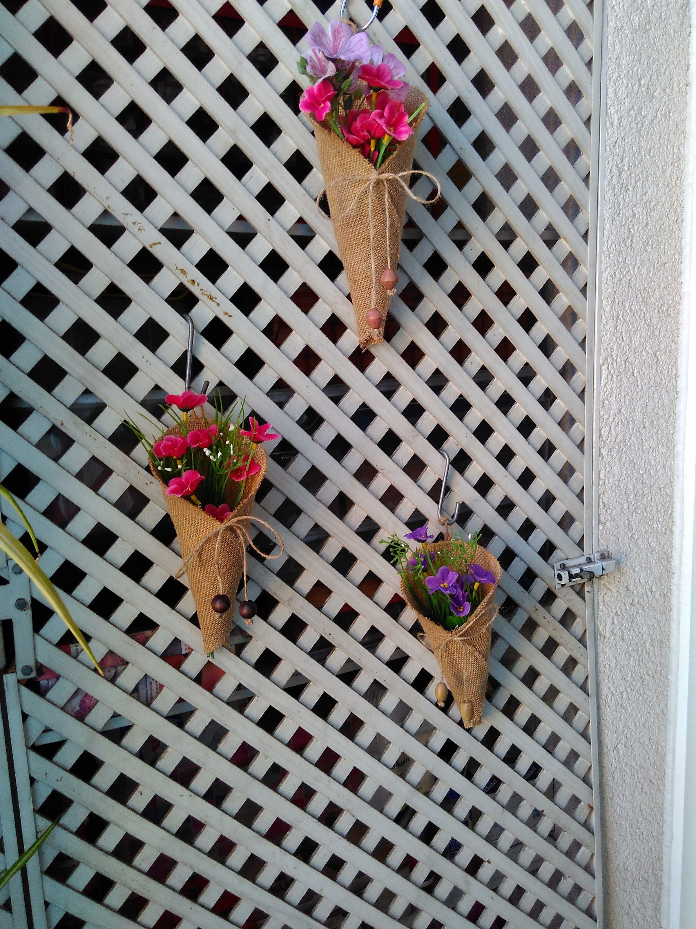 Conos rusticos que adornan mi terraza y la hacen muy acogedora.