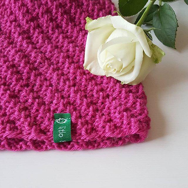 #huemedvri på bestilling  #litloogkalen #strikkedilla #strikking #strikkelue #ullergull #dropsgarn #dropslima #knitwear #beaniewithatwist #knitstagram #knittersofinstagram #knitting_inspiration #knitspiration #knit #knitting #iloveknitting #i_loveknitting #instaknit #knittingaddict