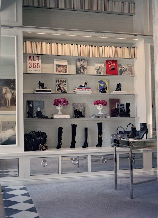 pin by avejan sinsamut on a home in 2019 retail display shelves rh pinterest com